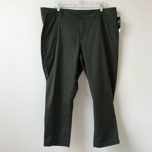 Kut from the Kloth Olive Crop Trouser